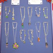 bijoux en plastique fou