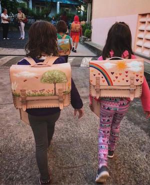 Pintura em malas de couro
