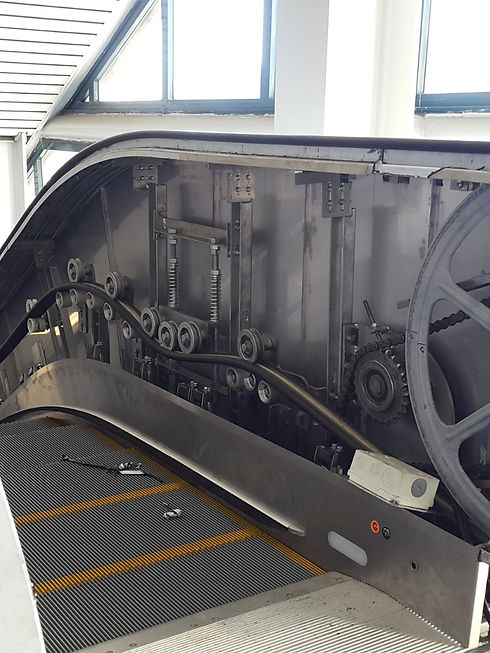 maintenance-work-for-escalator-picture-i