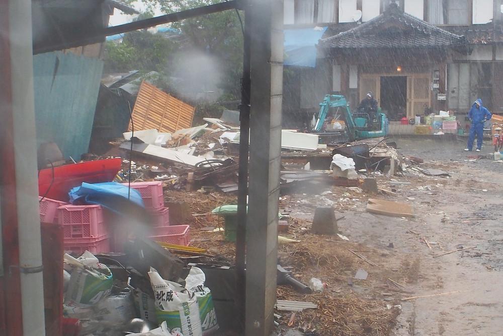 建物が倒壊している所もしばしば