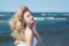 Fotoshooting am Meer, Portrait im Wind