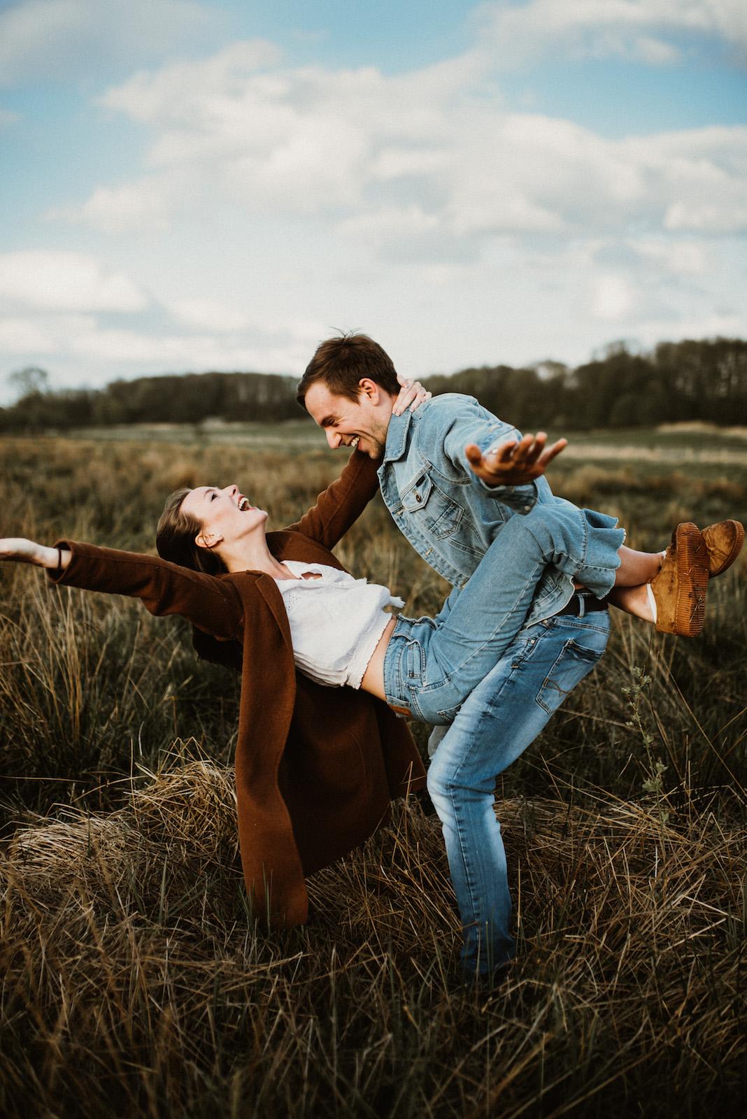 Adventurous-Couple-Shooting