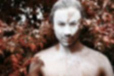 kreatives Fotoshooting, Lübeck, Portrait mit weiß bemaltem Gesicht, Künstlerportrait