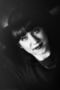 Fotoshooting Hamburg, Portrait mit Hut, schwarz-weiß