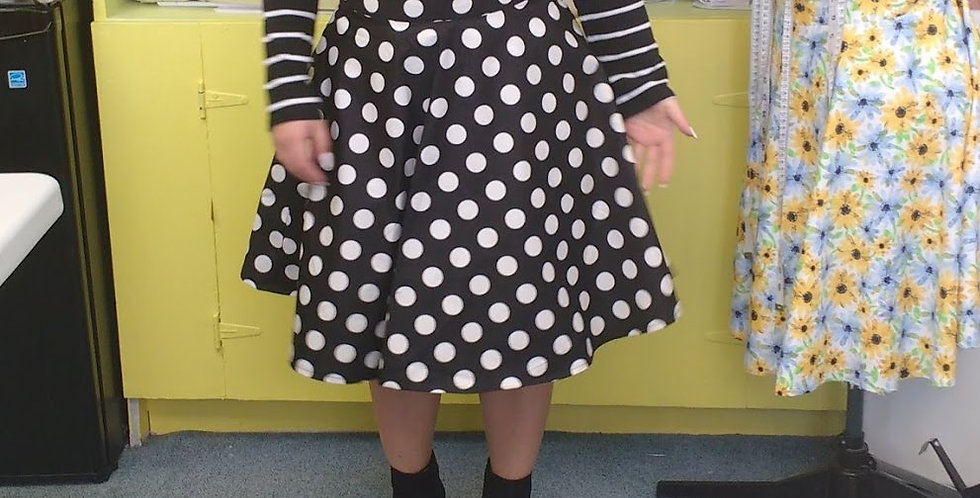 CLASS ON HOLE: Beginners Sewing Class Skirts  (In-Studio)