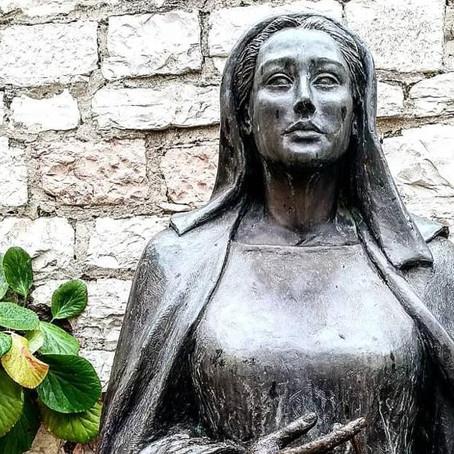 Un retrato de la mamá del Santo de Asís