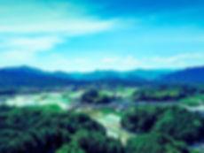 山林に囲まれる町並み_岡山県鏡野町.jpg
