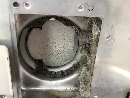 お風呂の換気扇ってこんなに汚れている