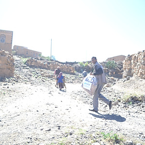Blankets delivered to families in Khulan area of Sana'a