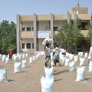 Food aid distribution in al-Durehimi district in Hodeidhah