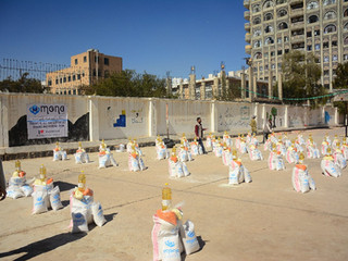 Food distribution in Sana'a for 100 families