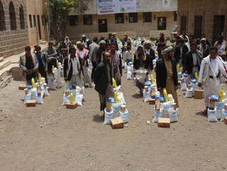 Mona Relief's team delivering  urgent food baskets in Manakha area West Sana'a