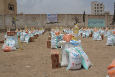 200 families receive food aid baskets in Dar Salm area of Sanhan district of Sana'a