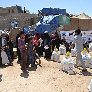 Food baskets Funded by Khalsa Aid and clothes distributed in al-Hatarish