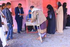 Food aid baskets delivered to 100 disabled in Sana'a