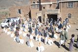 منظمة منى تستهدف 50 أسرة محرومة بمساعدات غذائية في خولان