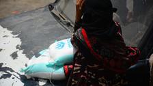 100 families in Sana'a receive food aid parcels from Mona Relief