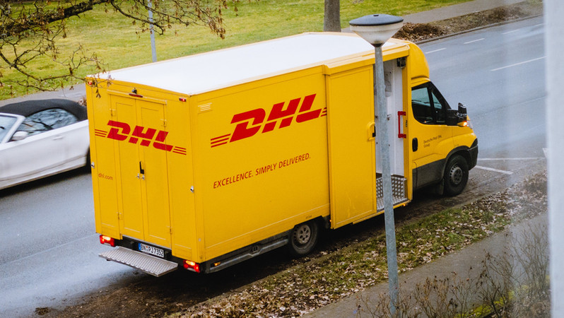 DHL, UPS, delivery companies hiring thousands as shoppers stay home