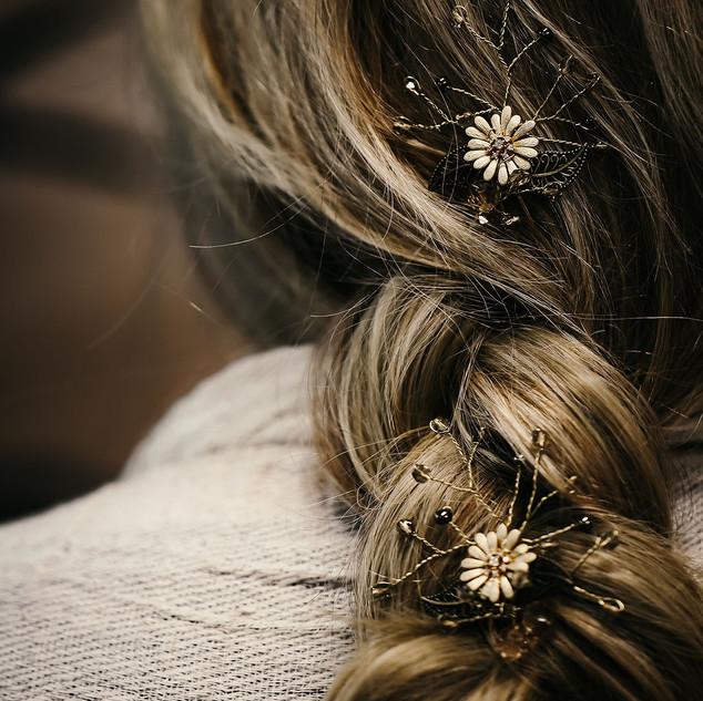 1 Gerbera Pin 2 in rubys hair further aw