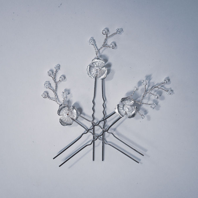 1 Bouvardia 3 pins on white displayed in