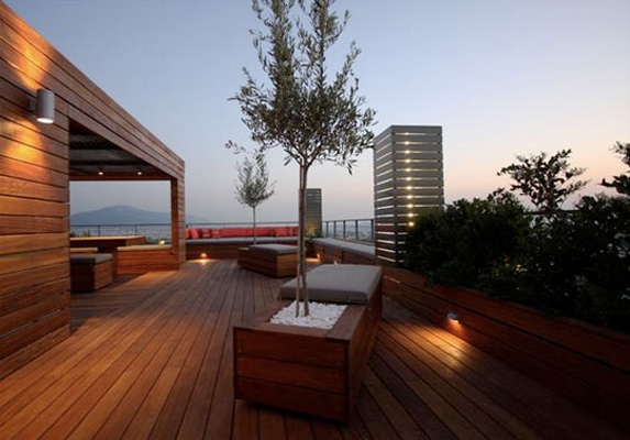 ROOFTOP PATIO & PLANTERS