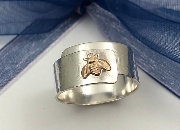 Busy bee wrap around ring