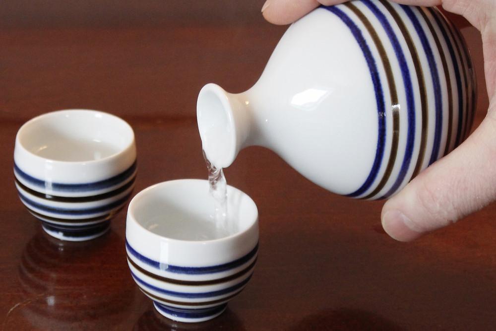 Faut-il boire le saké chaud ou froid? Jarre à saké pour l'atsukan.
