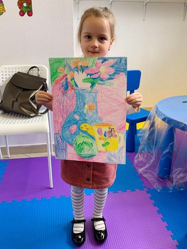 Аня и натюрморт с цветами