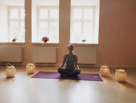 Janina_Pinske_Yoga_Meditation_Bürgerhaus
