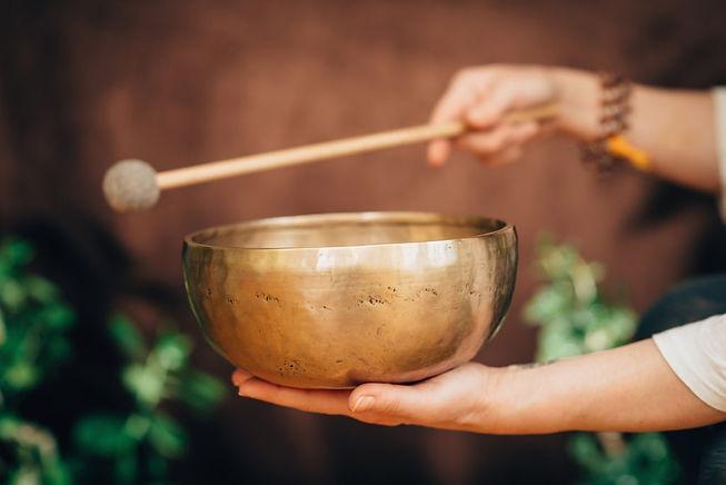 tibetan-singing-bowl-PWJCEFB-1024x683.jp