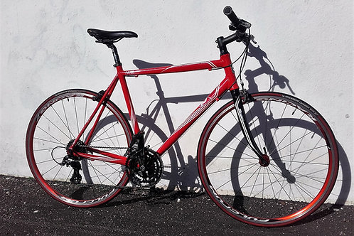 Vélo route Alu, fourche carbone, guidon VTT