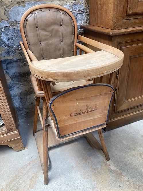 Ancienne chaise haute percée enfant