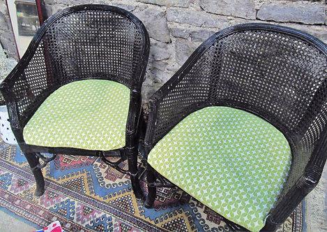 Deux chaises en osier