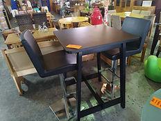 Mesa + 2 taburetes 75 x 75 cm. 175€ Table + 2 stools 75 x 75 cm. 175€