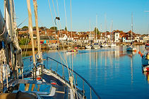 Choose a Salamander Boat Trip to visit the Lymington River with The Salamander Sailing Adventure Lymington River Boat Trip with lunch arranged for you at a destination restaurant in Lymington #GetInTouch2GetOnBoard +44 (0)7798 524111