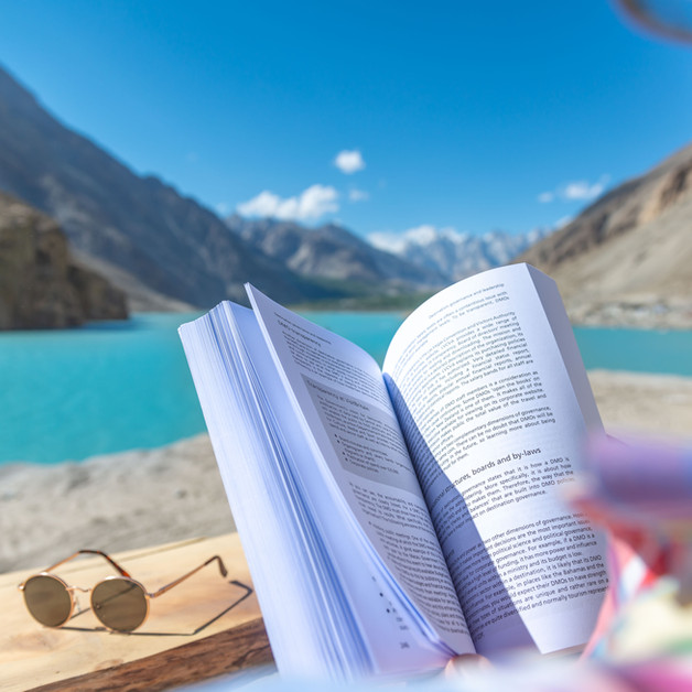 Luxus Hunza | Time to finish that book