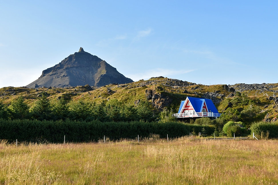 Islande Hellnar Stapafell maison rouge bleue