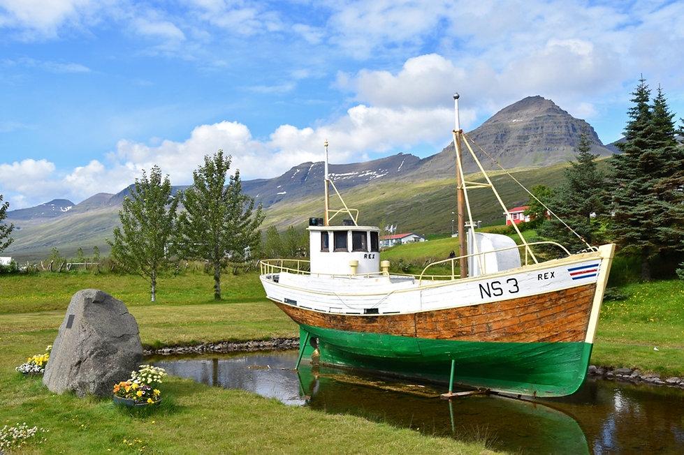 Fáskrúdsfjördur bateau fjord est islande