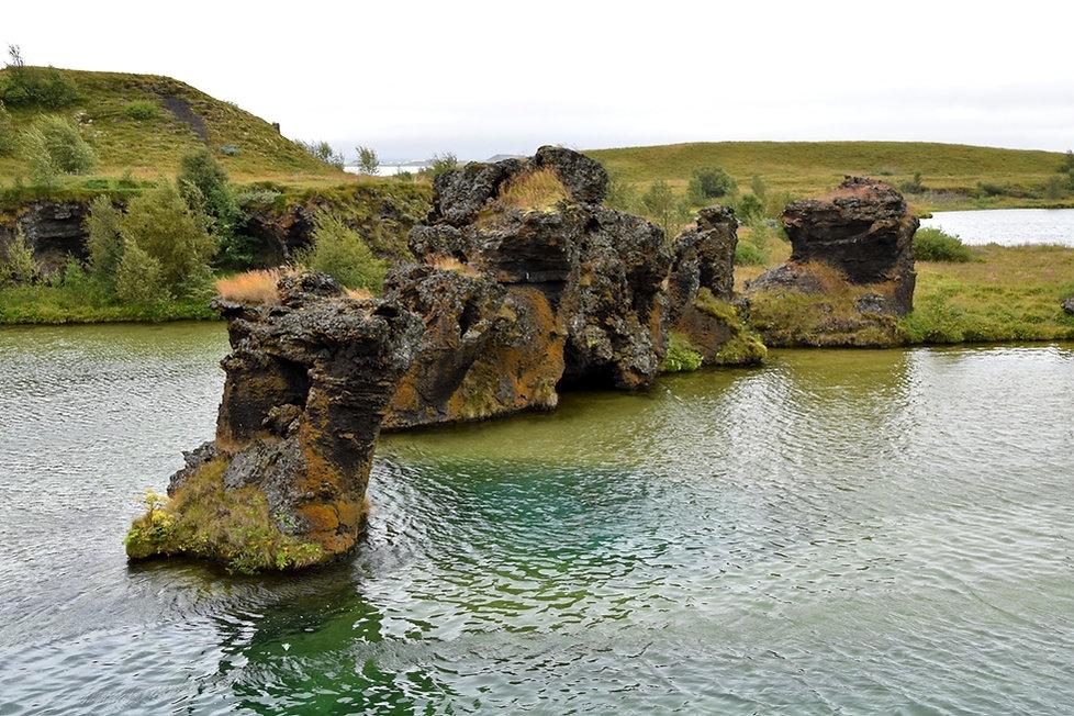 Islande Iceland Lac Myvatn Höfdi piliers lave colonnes basalte