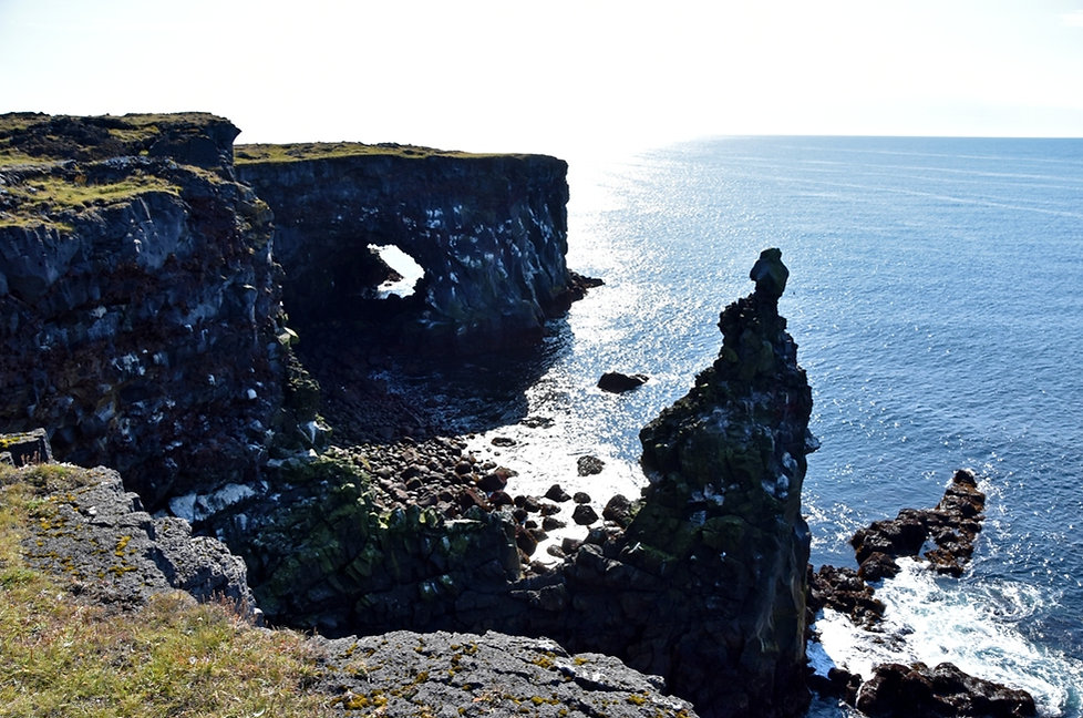 Islande péninsule Snæfellsnes Svörtuloft falaises arche