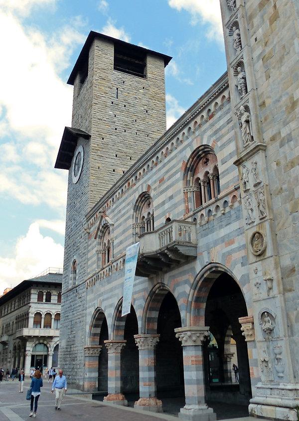 Côme Duomo Broletto piazza Verdi