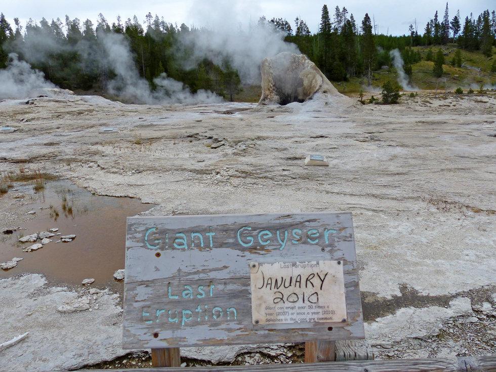 Yellowstone National Park Upper Geyser Basin Giant Geyser