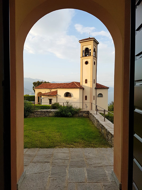 Italie Stresa Villa Rubino B&B église