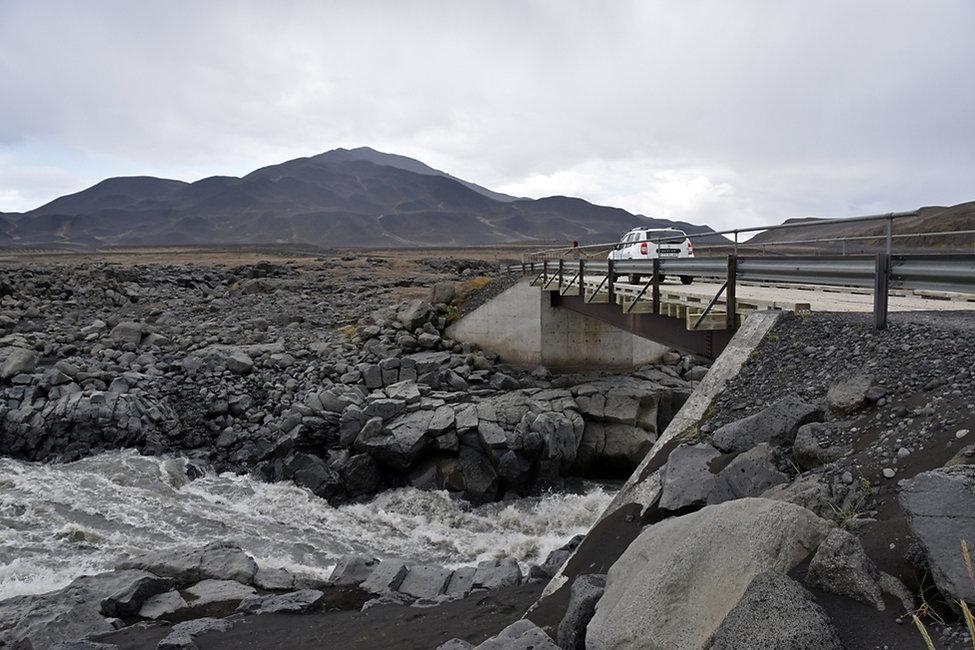 Piste F910 Askja hautes terres  Ódádahraun duster pont Jökulsá á Fjöllum rivière bridge
