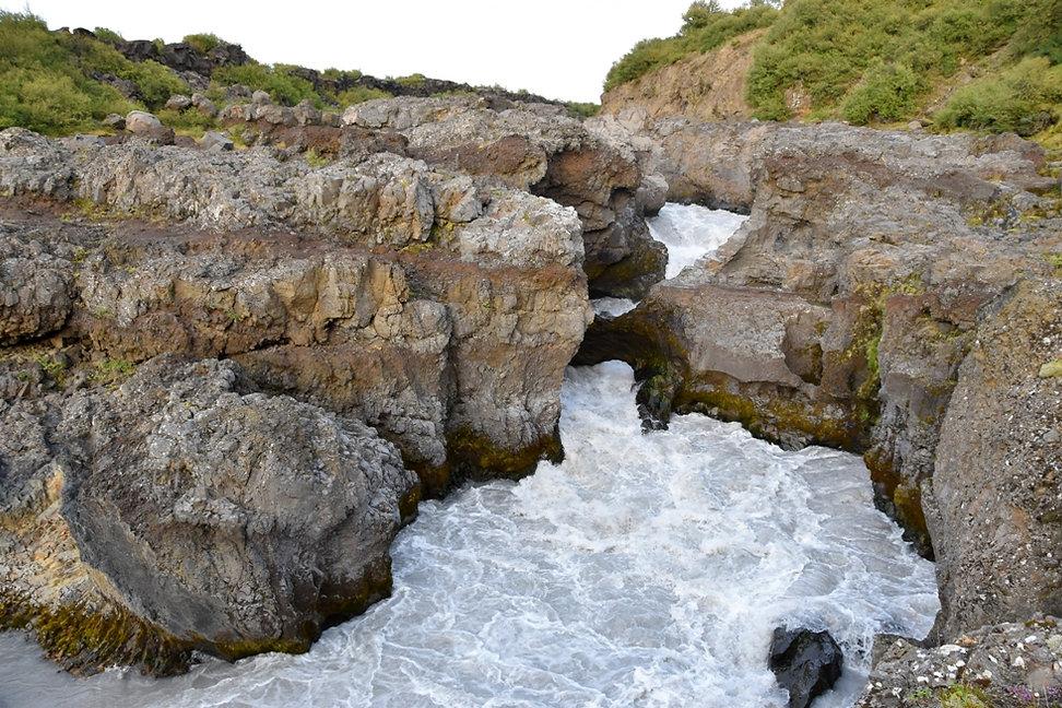 Islande cascade chute Barnafoss