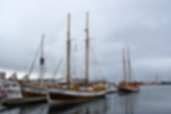 islande iceland husavik port bateau voilier