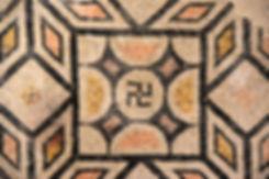 Brescia Santa Giulia musée mosaique signe Svastika
