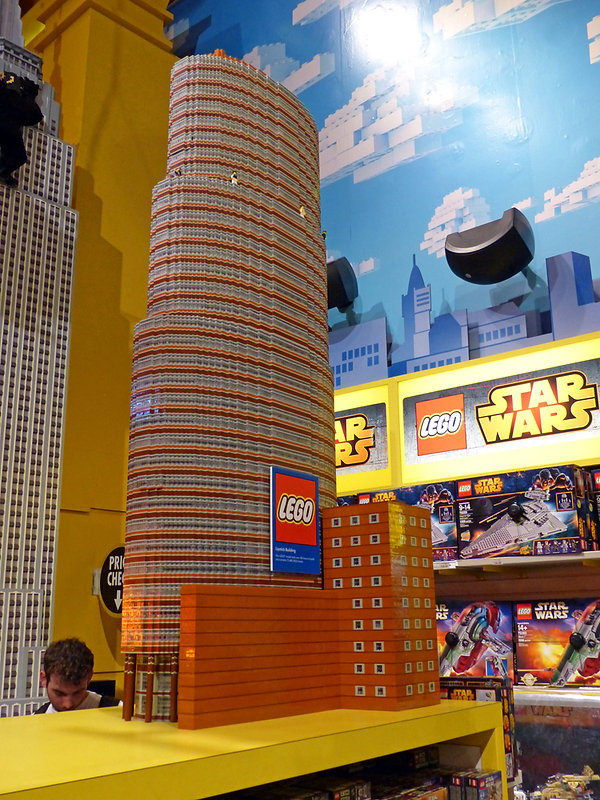 New-York - Times Square - Toys'R'Us - Lipstick Building