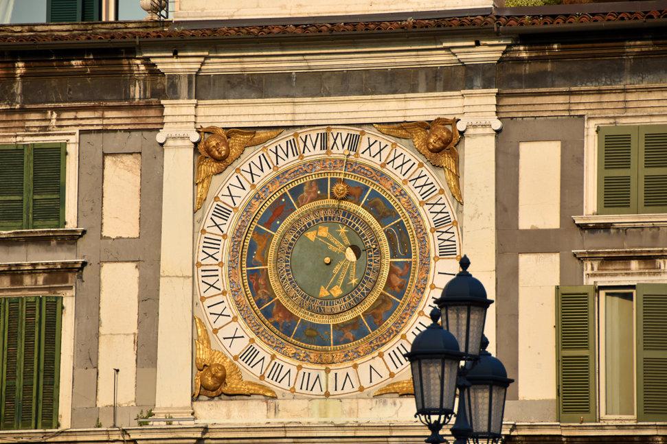 Brescia Piazza della Loggia horloge