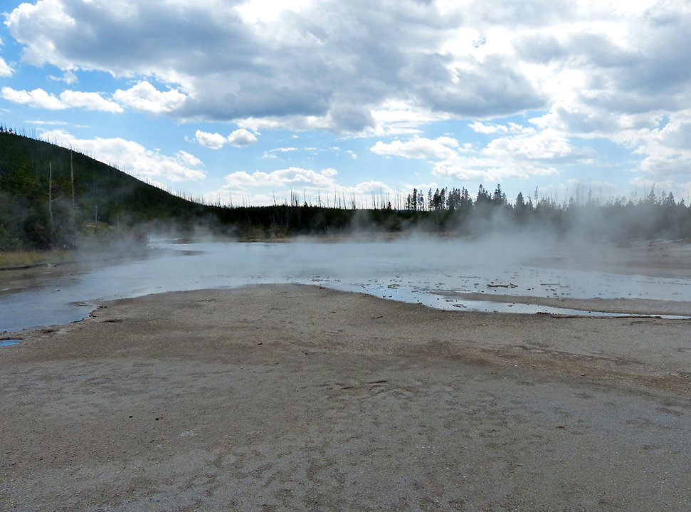 Yellowstone National Parc Norris Geyser Basin The Gray Lakes
